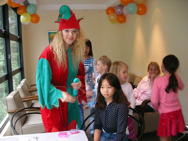 Hair Wraps: birthday parties hong kong childrens shows magic juggling functions birthdays party hong kong 生日會派對、小丑、扭汽球、雜耍雜技, 舞蹈  遊戲, 小丑扭汽球、雜耍雜技