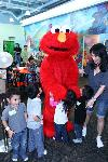 Elmo: birthday parties hong kong childrens shows magic juggling functions birthdays party hong kong 生日會派對、小丑、扭汽球、­雜耍雜技, 舞蹈  遊戲, 小丑扭汽球、雜耍雜技