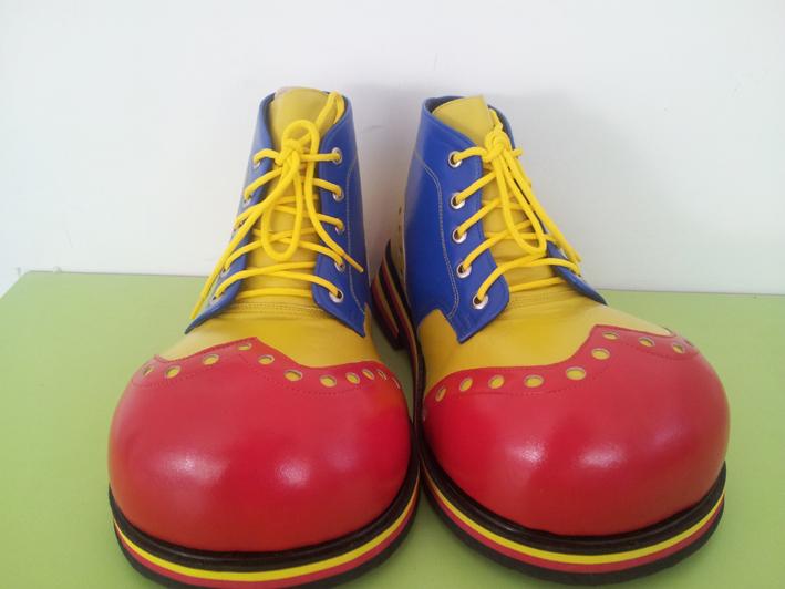 Clown Shoes: clowns stiltwalkers stiltwalker clowns stilt performers hong kong 生日會派對、小丑、扭汽球、雜耍雜技武術、舞蹈  遊戲, 小丑扭汽球、雜耍雜技
