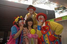Tony Clown: clowns stiltwalkers stiltwalker clowns stilt performers hong kong 生日會派對、小丑、扭汽球、雜耍雜技武術、舞蹈  遊戲, 小丑扭汽球、雜耍雜技