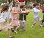Egg And Spoon Race: birthday parties hong kong childrens shows magic juggling functions birthdays party hong kong 生日會派對、小丑、扭汽球、雜耍雜技, 舞蹈  遊戲, 小丑扭汽球、雜耍雜技