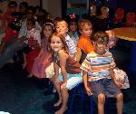 Musical Chairs: birthday parties hong kong childrens shows magic juggling functions birthdays party hong kong 生日會派對、小丑、扭汽球、雜耍雜技, 舞蹈  遊戲, 小丑扭汽球、雜耍雜技