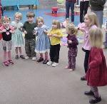 Dancing Games: birthday parties hong kong childrens shows magic juggling functions birthdays party hong kong 生日會派對、小丑、扭汽球、雜耍雜技, 舞蹈  遊戲, 小丑扭汽球、雜耍雜技