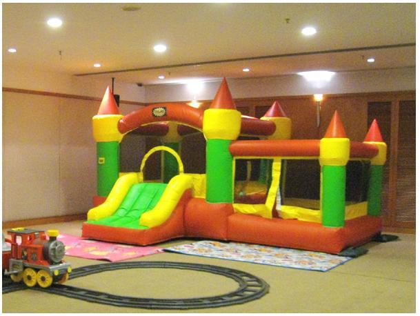 Castle Ball Pool: birthday parties hong kong childrens shows magic juggling functions birthdays party hong kong 生日會派對、小丑、扭汽球、雜耍雜技, 舞蹈  遊戲, 小丑扭汽球、雜耍雜技