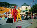 Jan the Amazing: clowns stiltwalkers stiltwalker clowns stilt performers hong kong 生日會派對、小丑、扭汽球、雜耍雜技武術、舞蹈  遊戲, 小丑扭汽球、雜耍雜技