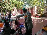Alfie: clowns stiltwalkers stiltwalker clowns stilt performers hong kong 生日會派對、小丑、扭汽球、雜耍雜技武術、舞蹈  遊戲, 小丑扭汽球、雜耍雜技