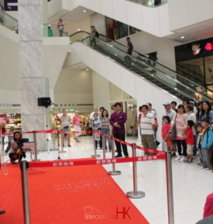 Magician in Hong Kong performing magic with rope at the corporate event in New Jade Shopping Arcade