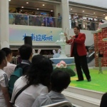 Josay amazes the audience with his three linking rings trick at Tai Po Mega Mall.