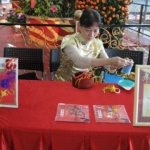 Professional artist in Chinese costume making Chinese Knot giveaway , a must item for Chinese themed event.