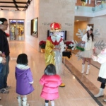 Winston: birthday parties hong kong childrens shows magic juggling functions birthdays party hong kong 生日會派對、小丑、扭汽球、­雜耍雜技, 舞蹈  遊戲, 小丑扭汽球、雜耍雜技