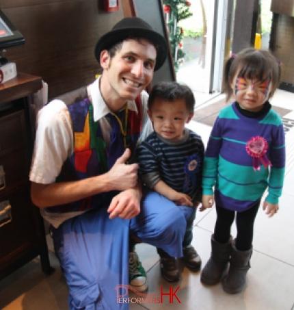 Ballonist performance in Hong Kong for kids