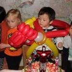 Wearable Balloons: birthday parties hong kong childrens shows magic juggling functions birthdays party hong kong 生日會派對、小丑、扭汽球、雜耍雜技, 舞蹈  遊戲, 小丑扭汽球、雜耍雜技