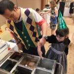 Wax hands: birthday parties hong kong childrens shows magic juggling functions birthdays party hong kong 生日會派對、小丑、扭汽球、雜耍雜技, 舞蹈  遊戲, 小丑扭汽球、雜耍雜技