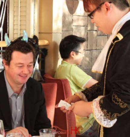 Magician in Hong Kong dressed up in regal costume performing walk around magic