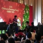 Magician performing stage magic at a Hong Kong corporate Christmas family day event