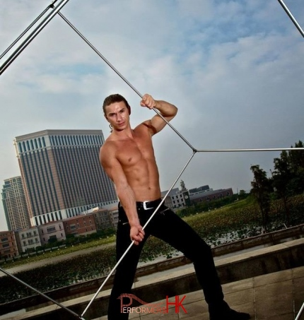 An Acrobat performer posing with his cube before the corporate event start.