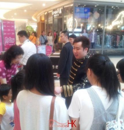Magic doing tricks in shopping mall in Hong Kong