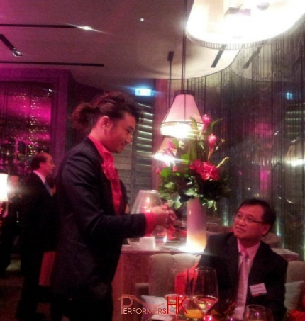Magician in Hong Kong performing table magic at DBS HK corporation dinner
