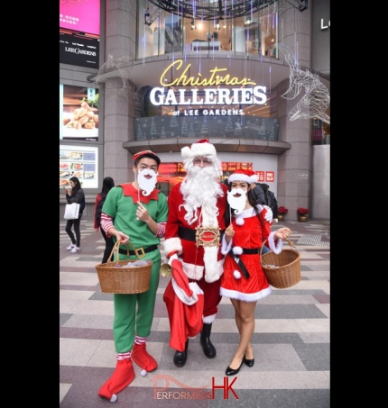 Sean santa with assistants