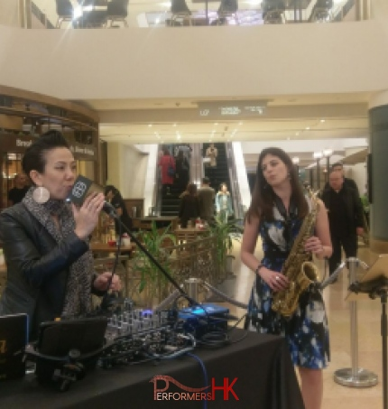 2 musicians performing at cocktail event in HK