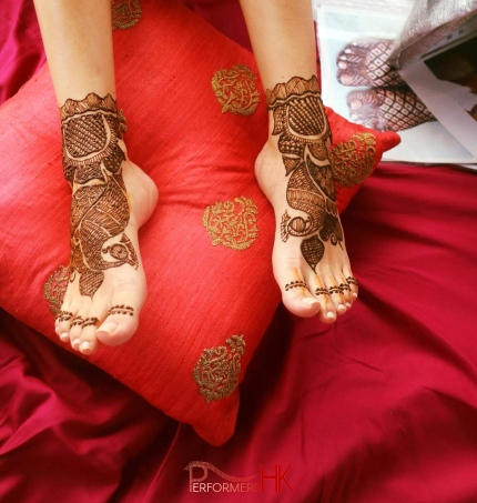 event hire henna artist in hong kong, lady with henna on feet