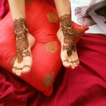 Henna artist work on guests feet beautiful patterns created around 12 mins for this work