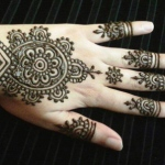 Henna artist work on guets hand this type of design will take 8 mins