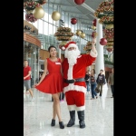 santa performer davy at gateway mall in tsing yee hong kong performance with santa girl