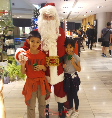 2 chinese with santa