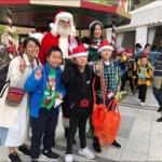 santa HK performer martin with kids at an event in repulse bay hong kong
