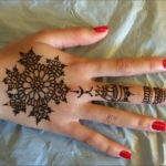 hand henna with western style patterns