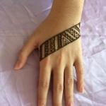 modern style henna artist