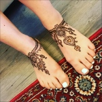 henna on leg with modern style