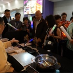 sifu asking guests to choose which pattern they would like to be drawn with their Sugar painting (糖画) item